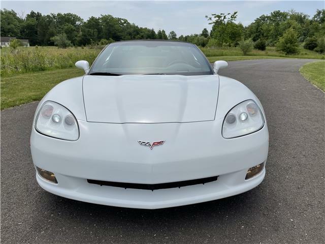2005 White Chevrolet Corvette Coupe  | C6 Corvette Photo 8