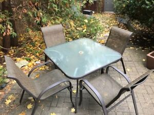 Patio set (table + 4 chairs)