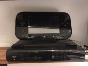 Console WiiU + 2 manettes + gamepad + 5 jeux (option)