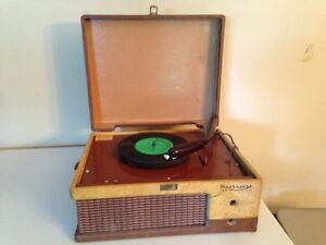 """Vintage Seabreeze """"Twin Speakers"""" Portable Record Player"""