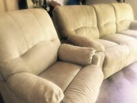 LA-Z-BOY Recliner Couch and Recliner Chair