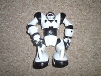 Robot with batteries,size medium-post it