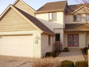170 Crystal Harbour Luxury 2 Story Townhouse, 3bd SPACIOUS