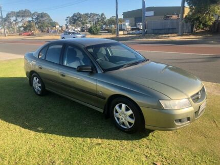 2005 Holden Commodore VZ Executive Gold 4 Speed Automatic Sedan
