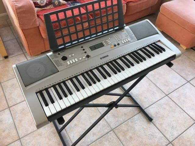 yamaha portatone psr e313 ypt 310 electric keyboard complete with manual lead and stand in. Black Bedroom Furniture Sets. Home Design Ideas
