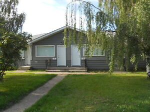 $995/MTH WITH 3 MTH LEASE, 400/WEEK OR 1200/MTH SHORT TERM