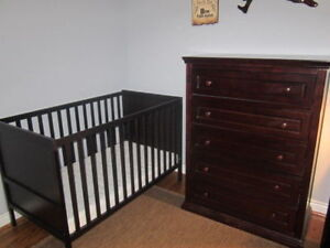 Great for New Nursery Set-Up-Crib, Mattress, Dresser-EUC-10/10!