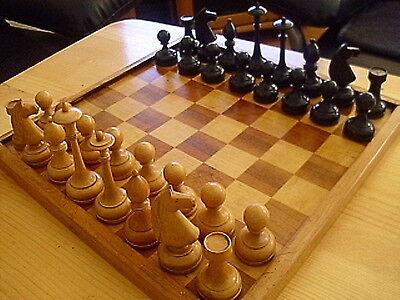 Art Deco Schachspiel mit Schachbrett und Schatulle