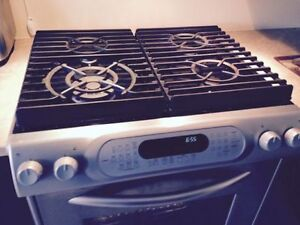 MUST SELL Gas stove - Four au gaz