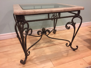 Table d'appoint en marbre et fer forgé