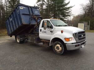 2008 Ford F-650 avec des bennes - 2008 Roll Off Truck with bins