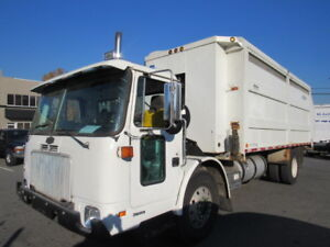 2005/2006 AUTOCAR GARBAGE RECYCLING DUMP TRUCK