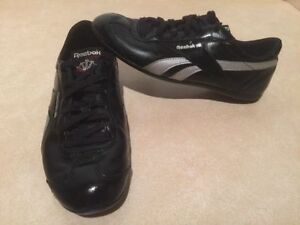 Women's Reebok Classic Leather Shoes Size 7 London Ontario image 2