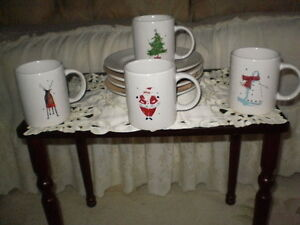 IDEAL PERFECT BRAND NEW CHRISTMAS GIFT SET OF 4 MUGS AND 4 PLATE