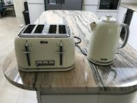 Breville Impressions Kettle & 4 Slice Toaster in Vanilla with warranty