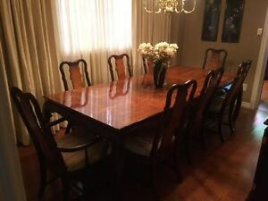 Elegant Dining Room Suite