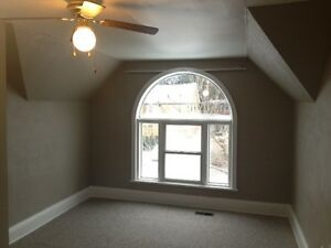 Prime Location, Beautiful House Downtown Collingwood!