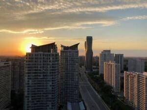 High Flr,Practical Layout,Well Maintained Luxury Condo With Grea