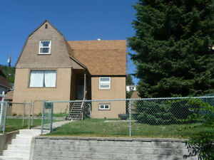 SOLID 3 BED/2BATH CHARACTER HOME IN WARFIELD