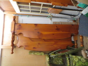 Lite Color Pine Cannon-Ball Bed.