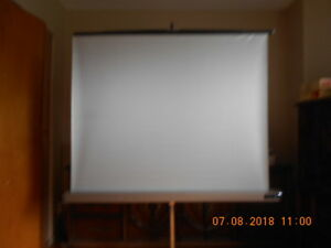 Projection Screen/ Écran de projection