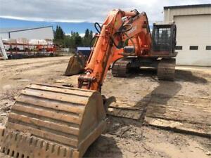 Excavator Doosan DX225LC with Thumb 48,000lbs