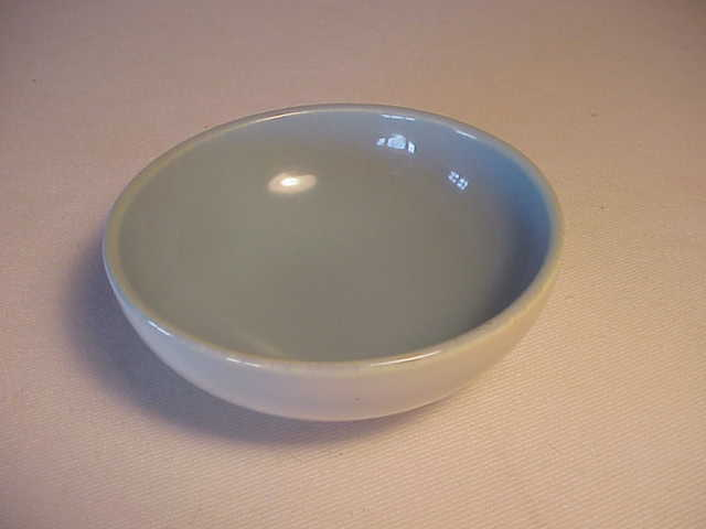 EXQUISITE TINY VINTAGE CATALINA POTTERY TWO TONE BOWL - ROBINS EGG BLUE & WHITE