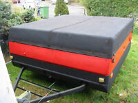 TRAILER WITH LID