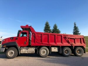 2013 CAT CT660 - TRIAXLE WITH spiffed lift axle /DUMP TRUCK
