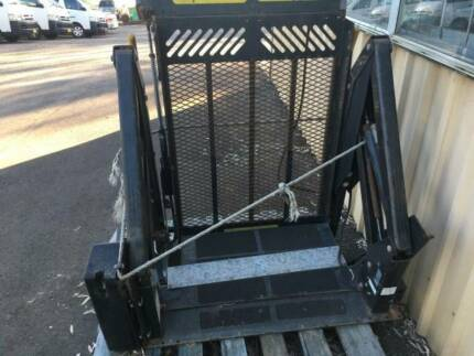 WHEELCHAIR LIFTER,ELECTRIC/HYDRAULIC HOIST,SUIT HANDICAPPED.