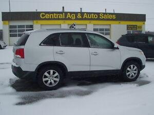 """2013 Kia Sorento LX  """" ALL WHEEL DRIVE """"    $11777 + TAXES"""