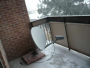 Satellite antenna with digital satellite receiver