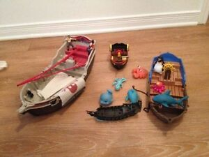 A lot of Pirates boats with figurines. AVAILABLE