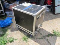 Pro flightcase on wheels for speaker cab or combo £30