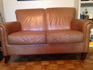 LEATHER COUCH - DIVAN DE CUIR $120 OR BEST OFFER