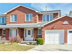 Spacious townhouse Chelsea Crescent Lower Stoney Creek