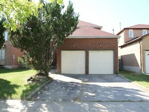 BEAUTIFUL 4 BEDROOM PLUS DEN & 3 BATHROOM HOUSE IN MARKHAM