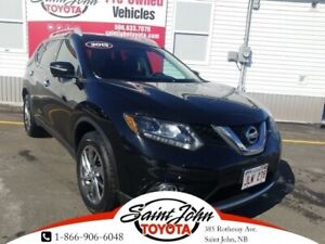 2015 Nissan Rogue SL, Leather, Moonroof, Heated Seats!