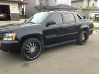 """2007 Chevrolet Avalanche LT Leather/Sunroof & 24"""" Summer Wheels"""