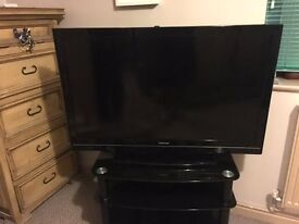 40inch 40BV701B Toshiba HD TV with Freeview/ instructions/Remote-Excellent Condition/working order