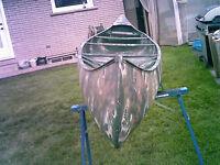 Grumman 17ft Aluminum Canoe / 2 Paddles / Seat