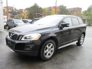 2010 Volvo XC60 3.2L AWD Panoramic Roof| Leather| Heated Seats.