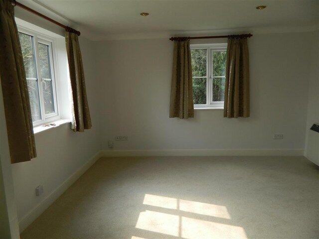 1 bedroom flat in Mount Hermon Road, Woking