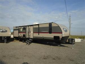2018 FOREST RIVER CHEROKEE LIMITED 304 BH, 3 SLIDES,EXT KITCHEN!