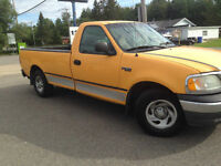 2003 Ford F-150 XL 8'' 2x4 Camionnette