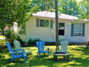 2 Bedroom Cottage Port Elgin-Short Walk to Beach and Shops