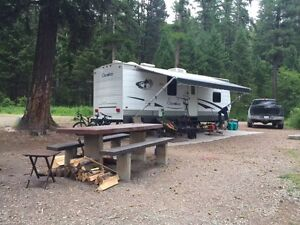 2006 CHEROKEE 27Q TRAVEL TRAILER - HALF TON TOWABLE