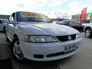 2000 Holden Vectra JS II GL White 4 Speed Automatic Sedan Enfield Port Adelaide Area Preview
