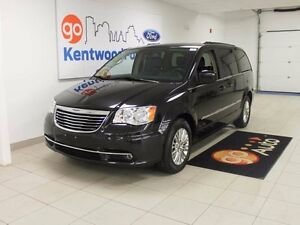 2015 Chrysler Town & Country SO MANY LEATHER SEATS!