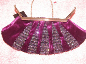 DESIGNER AFTERSHOCK PURPLE EVENING VELVET CLUTCH BAG. BRAND NEW